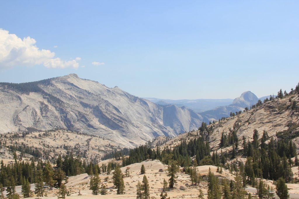 vue sur Yosemite depuis la Tioga Road