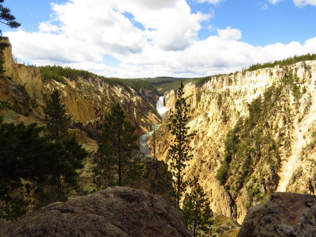 cascade dans un canyon